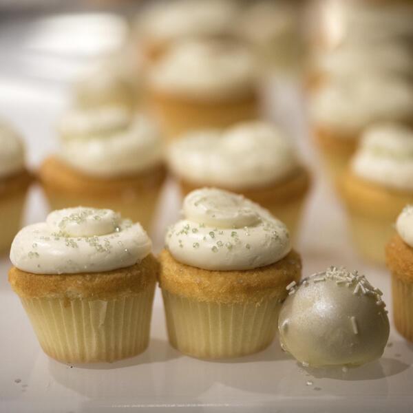 white cream cupcakes